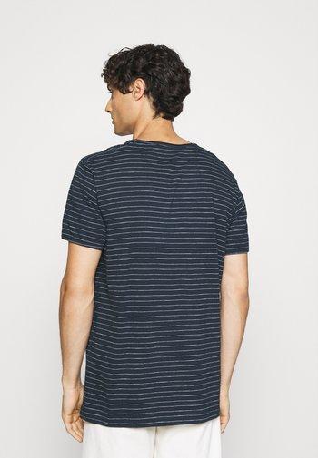 SLHMORGAN - T-shirt med print - dark sapphire/egret