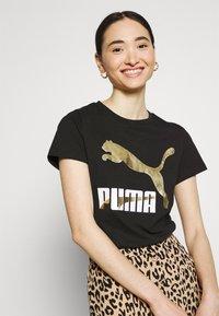 Puma - CLASSICS LOGO TEE - T-shirt con stampa - black/metallic - 3