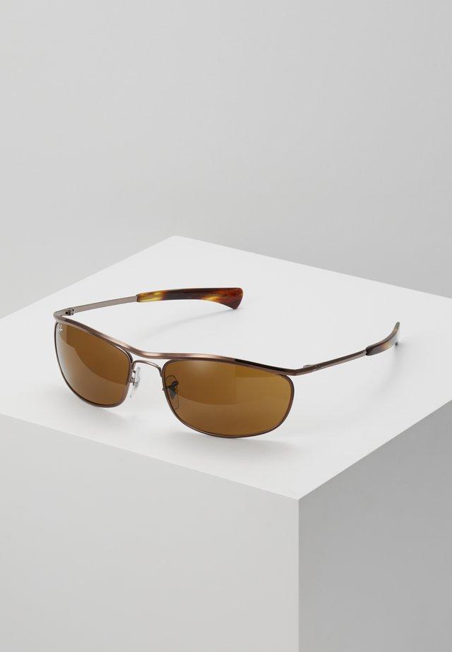 OLYMPIAN DELUXE - Okulary przeciwsłoneczne - brown
