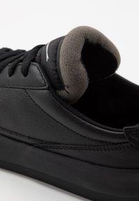Nike Sportswear - DROP TYPE PRM - Sneakersy niskie - black/white - 8