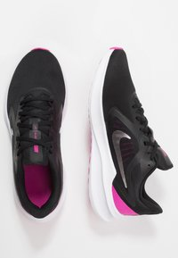Nike Performance - Zapatillas de running neutras - black/metallic silver/fire pink - 1
