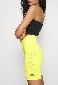 Nike Sportswear - W NSW AIR BIKE - Shorts - opti yellow - 4