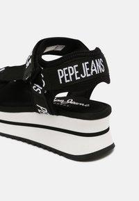 Pepe Jeans - FUJI - Sandály na platformě - black - 5
