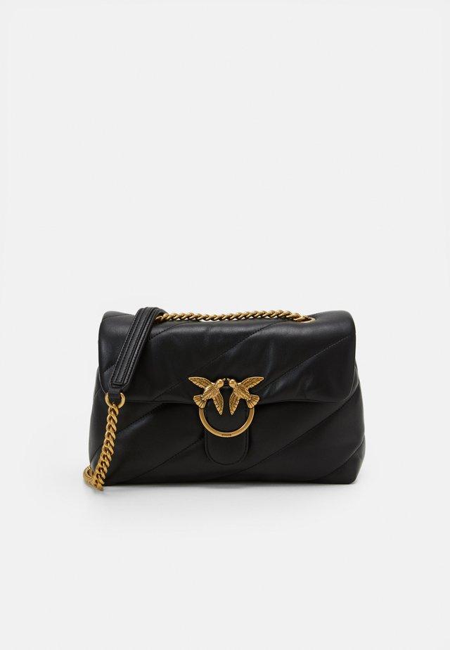LOVE CLASSIC MAXI QUILT - Across body bag - black