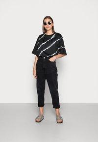 JUST FEMALE - BECKER TEE TIEDYE - Print T-shirt - black - 1