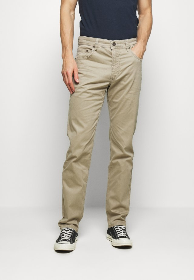 BROKEN TWILL TROUSER - Broek - beige