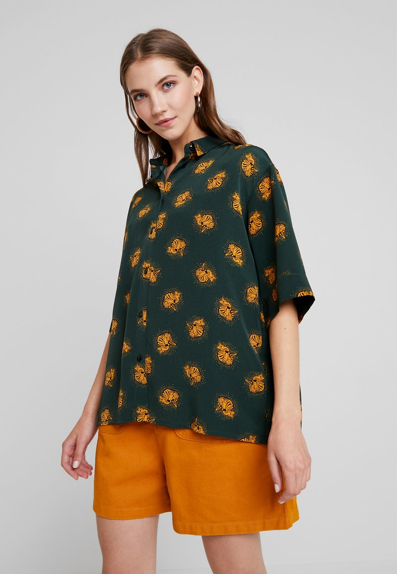 Monki - TAMRA BLOUSE - Button-down blouse - dark green