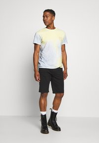 Jack & Jones - JORSOAP TEE CREW NECK - Camiseta estampada - ashley blue - 1