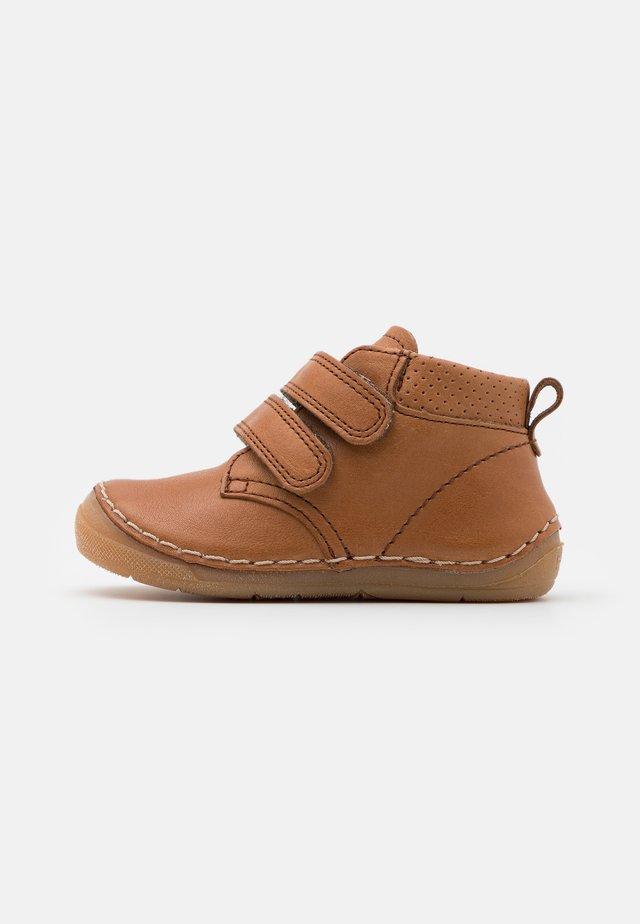 PAIX UNISEX - Sko med borrelås - brown