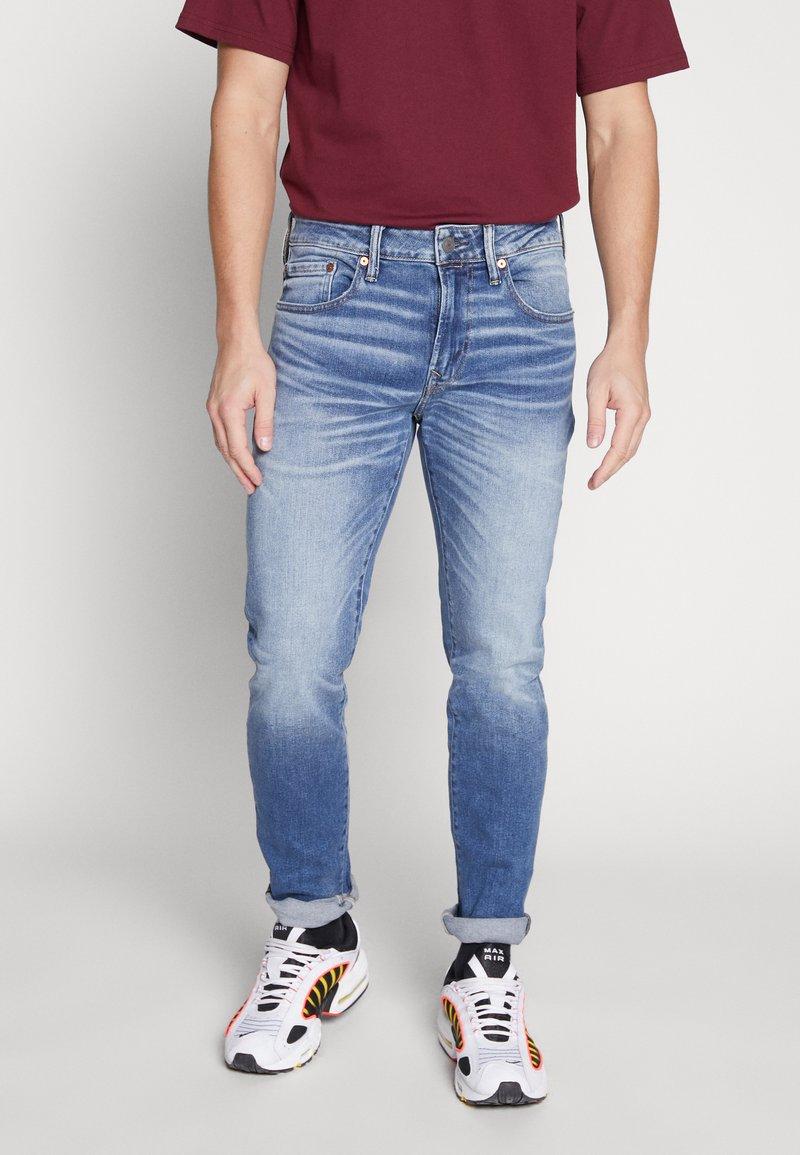 American Eagle - MEDIUM WASH TAPER - Jeans slim fit - medium bright indigo