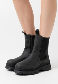 Selected Femme - SLFLUCY CHELSEA BOOT  - Botines con plataforma - black - 0