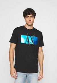 Armani Exchange - T-shirt imprimé - black - 0