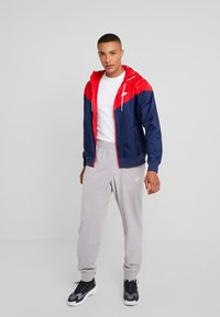 Nike Sportswear - Kurtka wiosenna - midnight navy/university red/white - 1