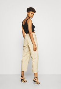 Levi's® - UTILITY PLEATED BALLOON - Trousers - crisp - 2