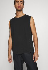 NU-IN - UTILITY - Top - black - 4
