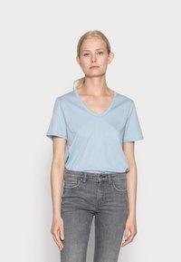 s.Oliver - Basic T-shirt - blue fog - 0