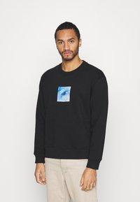 Topman - IDENTITY GLOBE PRINT - Sweatshirt - black - 0