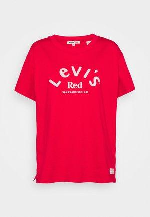 BOYFRIEND TEE - Print T-shirt - dark red