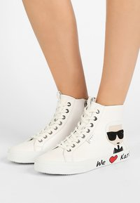 KARL LAGERFELD - SKOOL IKONIC LACE - High-top trainers - white - 0