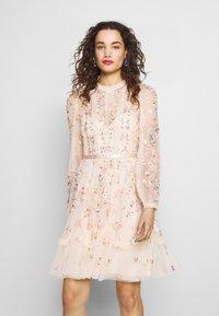 Needle & Thread - WALLFLOWER DRESS - Koktejlové šaty/ šaty na párty - pink - 0