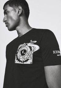 Iceberg - FUTURE - Print T-shirt - nero - 3