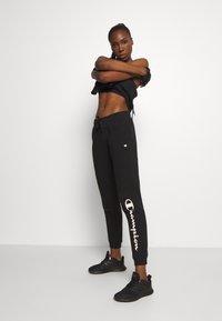 Champion - CUFF PANTS LEGACY - Teplákové kalhoty - black - 1