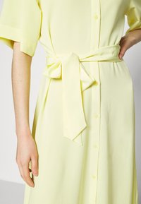 Monki - ADRIANA DRESS - Skjortekjole - yellow - 4