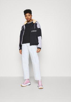REGINA CREW - Sweatshirt - black