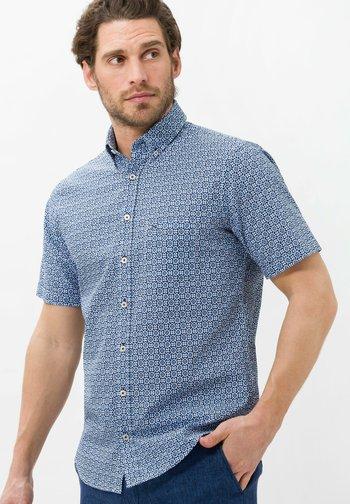 STYLE DAN - Shirt - blau>e