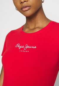 Pepe Jeans - NEW VIRGINIA - Print T-shirt - mars red - 5