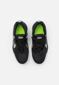 Nike Performance - TEAM HUSTLE D 10 UNISEX - Basketball shoes - black/metallic silver/volt/white - 3