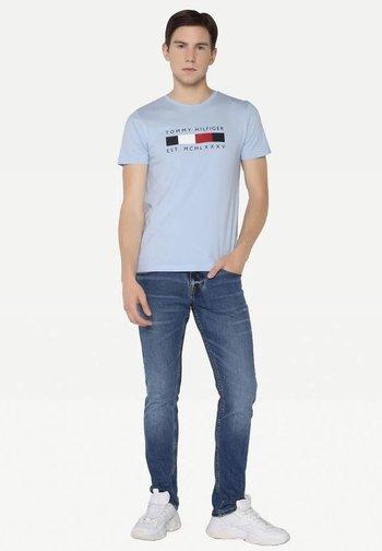 LOGO BOX STRIPE TEE - Print T-shirt - sweet blue