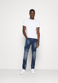 Alessandro Zavetti - MARCIANO - Slim fit jeans - indigo - 1