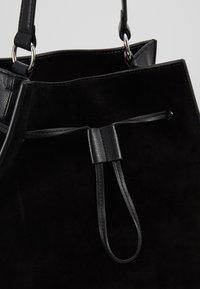 Coccinelle - SANDY - Handbag - noir - 6