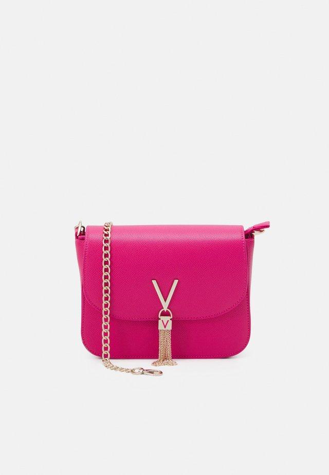 DIVINA  - Handbag - fuxia