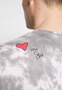 GAP - PRIDE - Print T-shirt - grey - 4