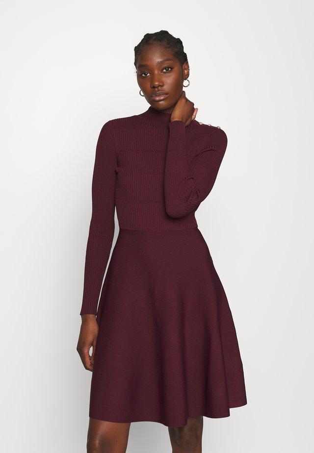 JOSEY - Gebreide jurk - oxblood