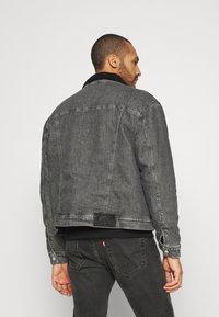 Calvin Klein Jeans - SHERPA JACKET - Jeansjacka - denim grey - 2
