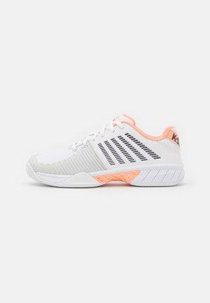 EXPRESS LIGHT 2 - Tenisové boty na všechny povrchy - white/peach nectar/graystone