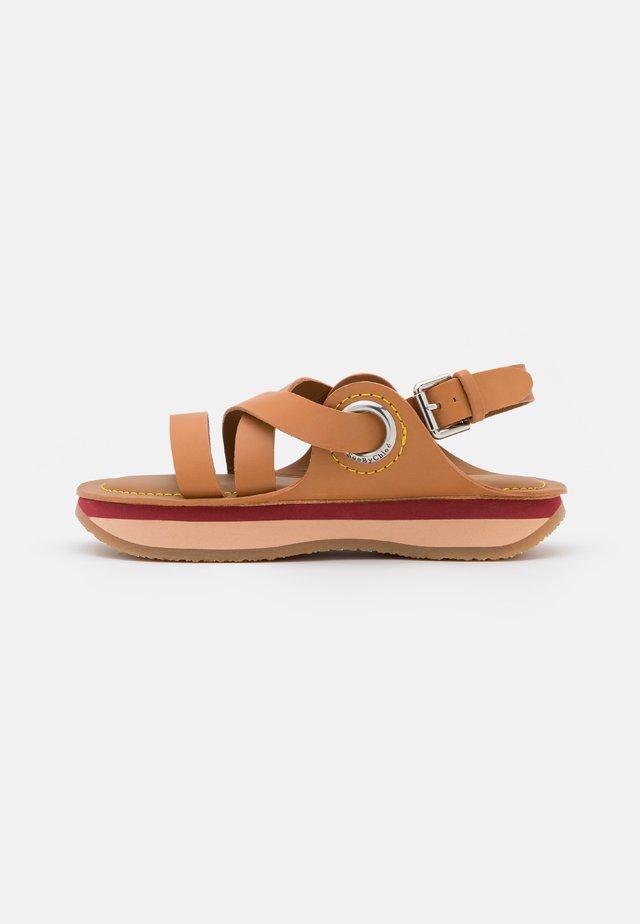 YSEE - Sandales à plateforme - tan