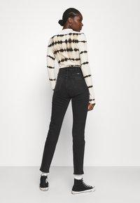 Wrangler - RETRO - Jeans slim fit - black track - 2