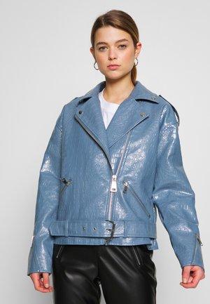 CROC BOYFRIEND BIKER - Faux leather jacket - blue