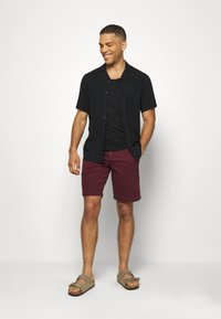 GAP - IN SOLID - Shorts - pinot noir - 1