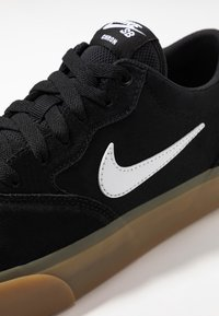 Nike SB - CHRON SLR - Sneakersy niskie - black/white/light brown - 5