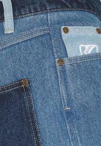 Karl Kani - RINSE BLOCK PANTS - Relaxed fit -farkut - blue - 2