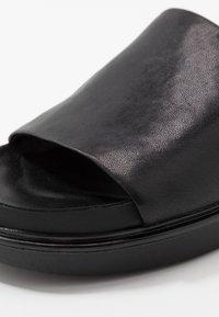 Vagabond - ERIN - Pantofle - black - 2