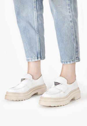 Slip-ons - white wht