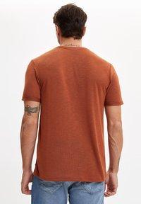 DeFacto - T-shirts basic - brown - 2