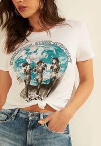Guess - Print T-shirt - weiß - 3