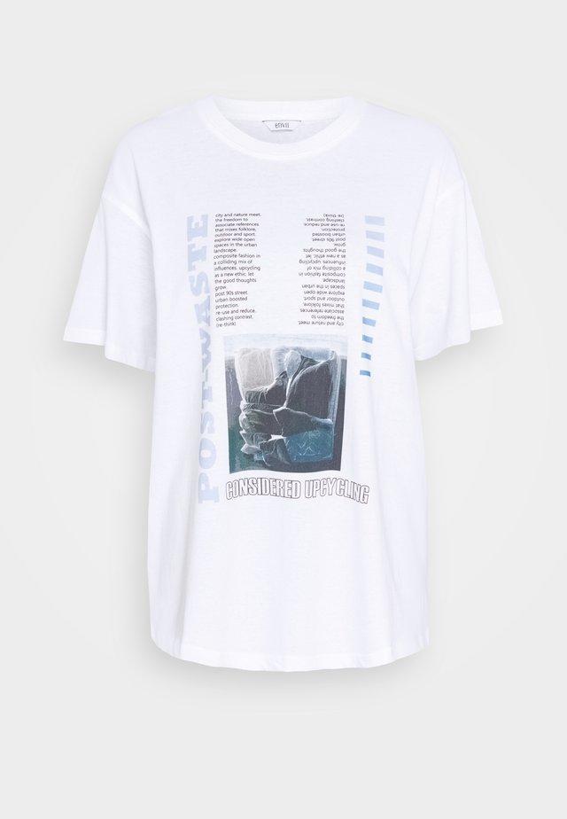 ENKULLA TEE - Print T-shirt - waste white